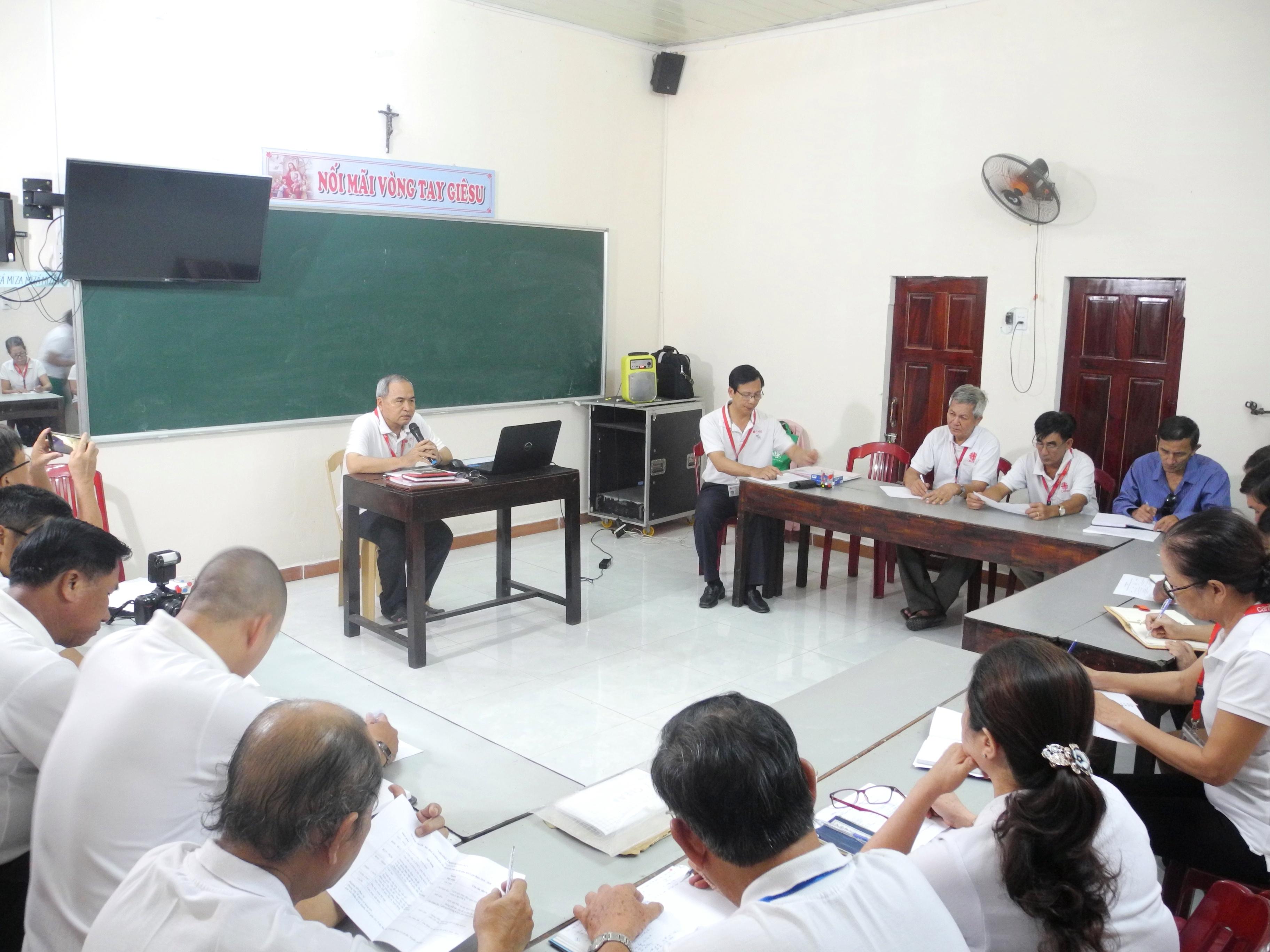 HỌC TẬP VÀ LÀM VIỆC THEO KẾ HOẠCH CHUNG - Caritas Đà Nẵng lập Kế hoạch Chiến lược giai đoạn 2018 – 2020